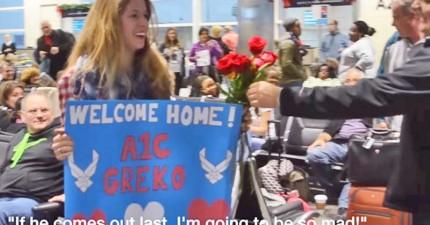 她在機場以為萬無一失準備給未婚夫一個驚喜,沒想到路人們開始給她一朵朵的玫瑰花...