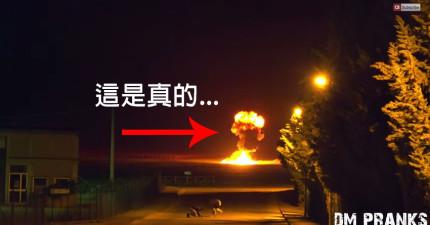 這已經突破了所有惡作劇的極限了!真的大爆炸後...忽然衝出一群喪屍!