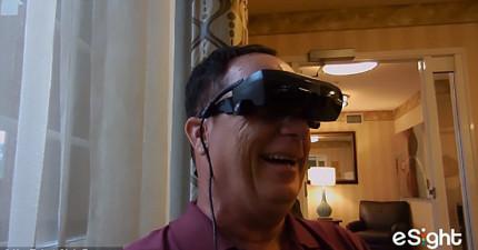 透過這個最先進的科技,近乎失明20年的老兵看到好友面貌忍不住感動落淚!