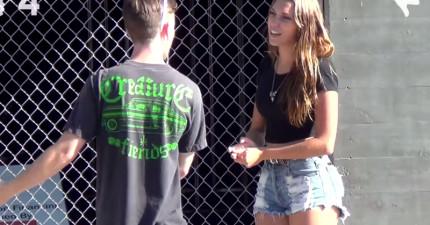 「你要跟我愛愛嗎?」身材姣好的辣妹上街大膽測試路人男性的反應。