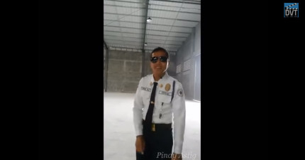 如果每個人唱歌都跟這位警衛一樣的話,那我永遠再也不敢去唱KTV了。