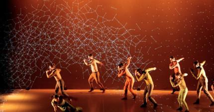 當你把科技和舞蹈結合在一起,結果就是你一輩子都沒有看過的驚奇表演!