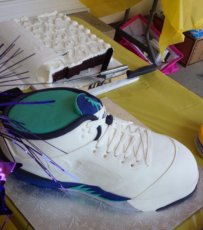 收到新的喬丹鞋實在太潮了!等等,怎麼這麼好吃?!