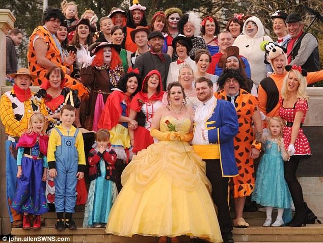 史上最「迪士尼」的婚禮,他們拍下的照片會讓你看得很樂!
