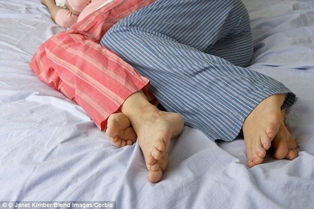 然而,根據一項衛生專家的研究顯示,穿著同一套睡衣太久,可能會導致皮膚感染、膀胱炎、甚至是抗藥性金黃色葡萄球菌 (MRSA)。