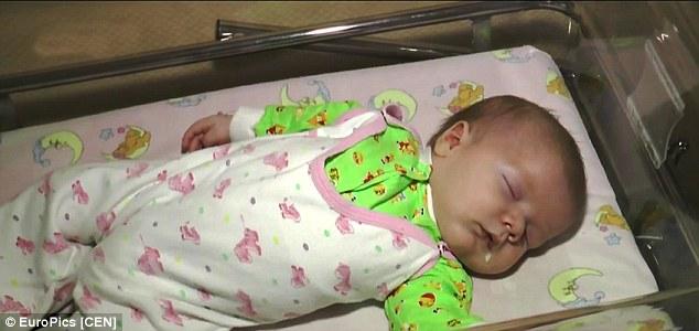 一位醫院的發言人表示:「這個小嬰兒在外頭待了幾個小時,而多虧了Marsha,他並沒有受到什麼傷害。」