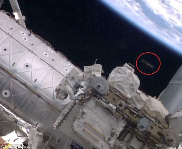 在2014年10月,幽浮爱好者也在太空人Reid Wiserman和Alexander Gerst在太空漫步的一段影片中,发现了太空站附近不寻常的物体。