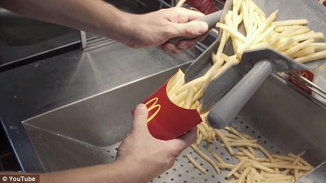 到了各家麥當勞後,所使用的油也都跟工廠混合的很相似,再炸過一回後,就是你最愛的麥當勞薯條啦!