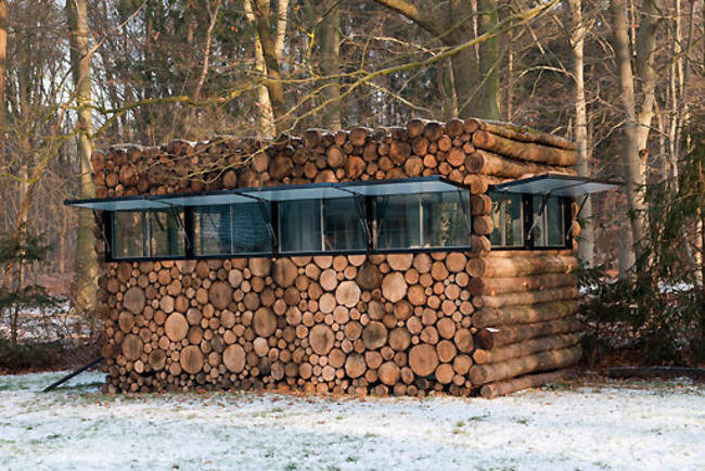 <p>Wrong! This little studio simply has a log facade. The images of logs are even screened onto the windows so it completely blends in when they're closed. When opened up, the house is more obvious, but it's still pretty low profile. </p>