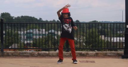 這名看似沒有脖子的舞者讓我相信這世界上已經有機器人類了。