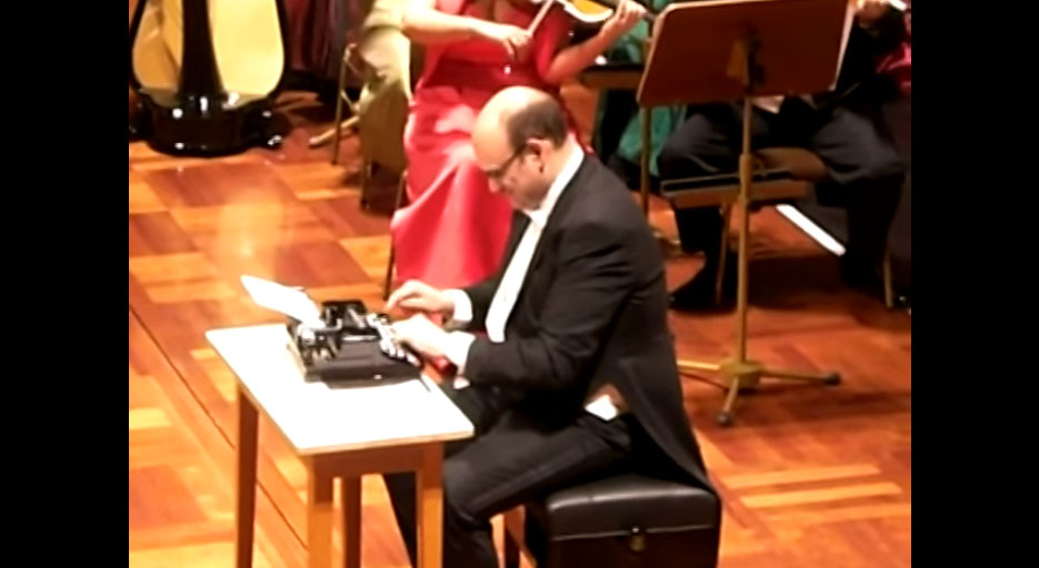 你不會相信,但讓這個人證明給你看打字機也是一個很棒的樂器。