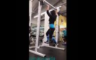 這個女生做的事情誇張到會讓你以後再也沒有勇氣回到健身房去了。
