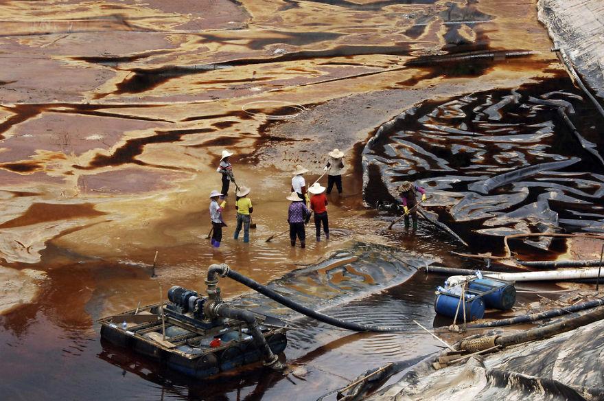 Workers Try To Drain Sewage Water From Leaking Sewage Tank, Shanghang, Fujian