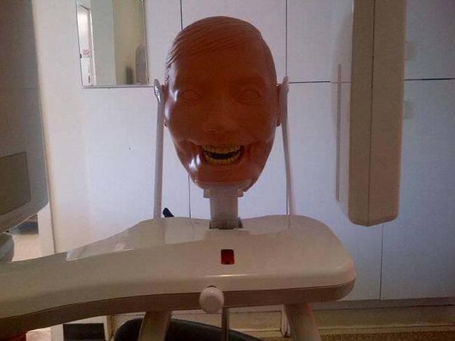 我知道當牙醫很難,但不知道他們還要經過這樣的「恐怖試膽」...