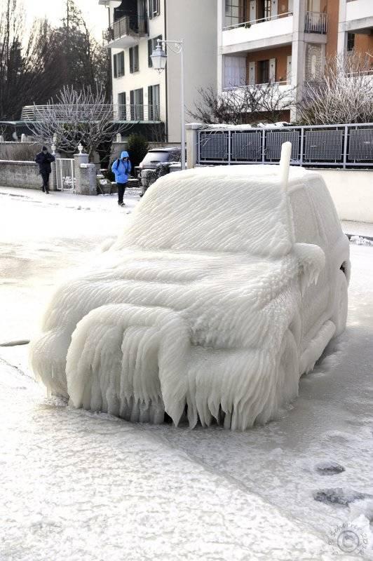 當下大雪過後,大自然把車子變成這些美得令人窒息的絕美藝術品。