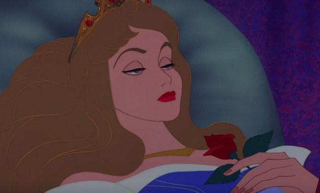 腦袋裡天旋地轉但妳又很想入睡時。