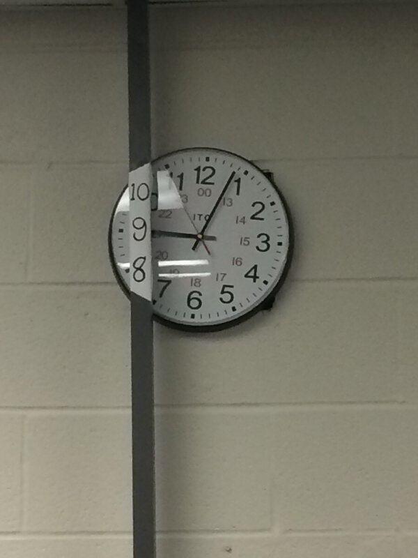 時鐘被擋住了?