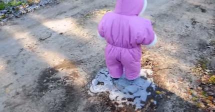 通常小朋友跌倒都會讓你很心疼,但這個小娃娃跌倒的方式可愛到會讓你想多看幾次!