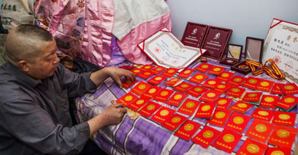 這名男子十幾年捐了147次血,背後是對患病妻子動人的一世情。