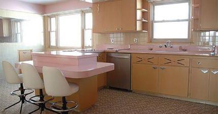 這名男子買了一間空了50年的房子,結果沒想到在裡面找到了一個最美妙的粉紅天堂!