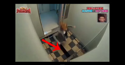 這個女生走到電梯裡後,地板突然打開...!