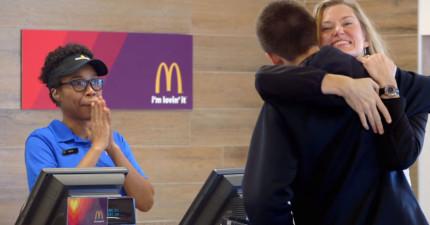 麥當勞現在開始收現金以外的匯率了,只要有夠多「愛」你就可以免費用餐!