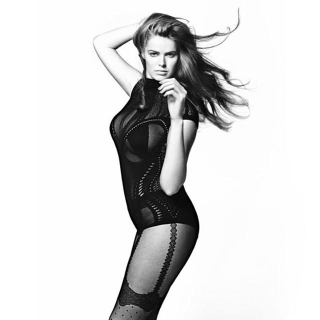 這位模特兒的身材竟然還被嫌是「大尺寸」,看來時尚界比我們想像的還要瘋狂!