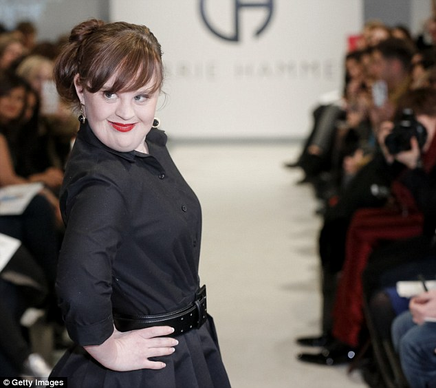 策展設計師Carrie Hammer說:「我是個為女性設計工作衣服的設計師,我厭倦把18歲的年輕模特兒送上伸展台了。」