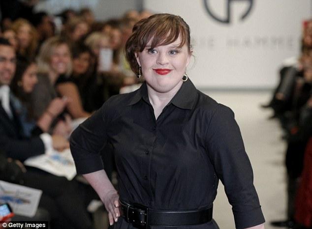 現年30歲的Jamie Brewer是知名影集《美國恐怖故事 (American Horror Story)》的演員,而她在日前受邀參加了紐約時裝週的走秀活動。