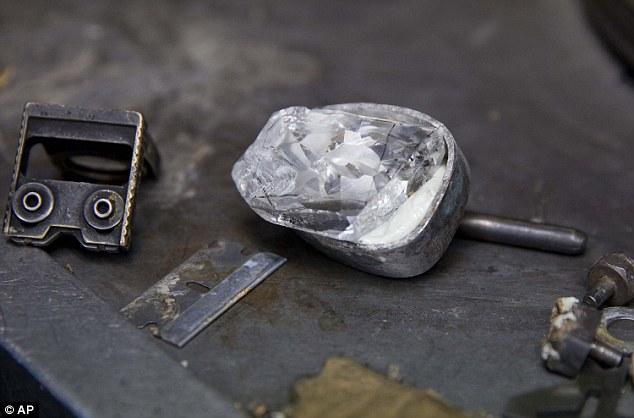 目前世界上最貴的鑽石記錄,是2013年在香港蘇富比拍賣會以9.5億台幣 ($3060萬美金) 售出的118克拉的鑽石。