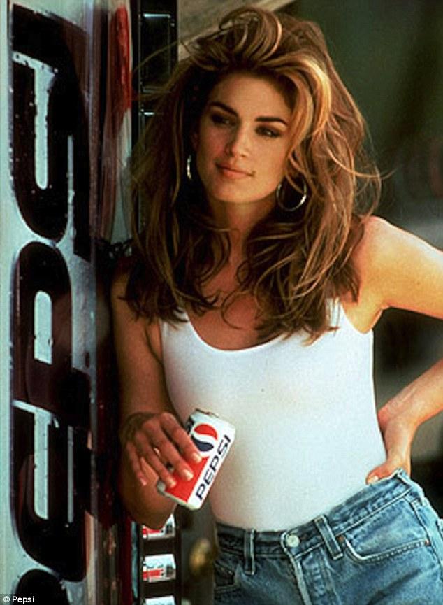 她在2000年、34歲的時候,正式結束了她全職模特兒的生涯。