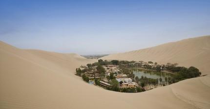 遠看乾旱沙漠中的綠洲貌似是海市蜃樓,近看竟然是歷史悠久功能強大的夢幻小鎮!