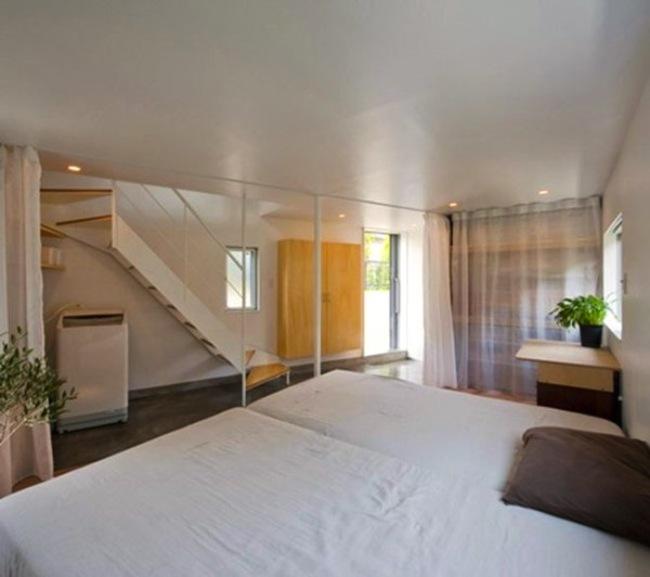 雖然浴室採取開放式,但是依然有裝了短短的簾子以確保隱私。