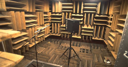 這個全世界最安靜的房間能讓你聽到自己的心跳。安靜到不只會讓人產生幻覺,據說沒待過45分鐘就會精神崩潰。
