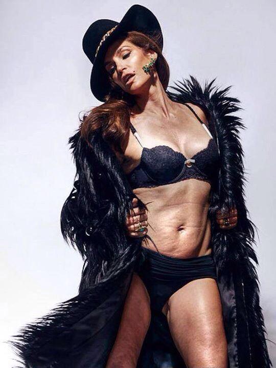 根據夏琳·懷特說法,這張照片 (2013年所拍攝,當時47歲) 是未曾經過任何修飾的照片,而且將她形容為是「真實、誠實、又高雅」。而粉絲們也跟相當讚賞這位超級名模這張毫無PS修圖的真實照片。