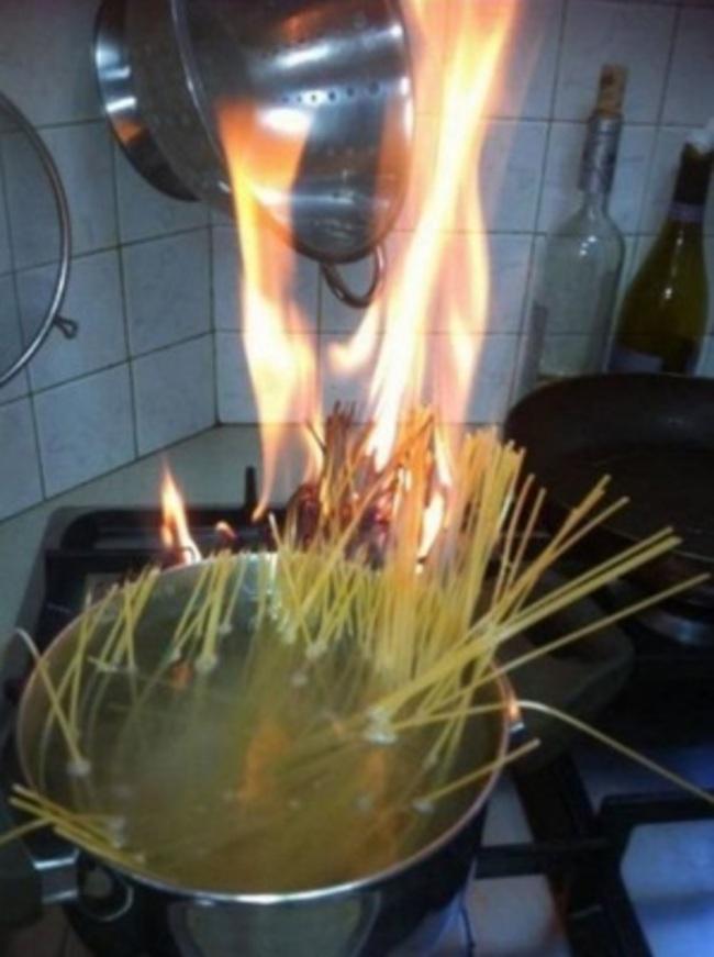 30個絕對不該再進廚房做料理的人。