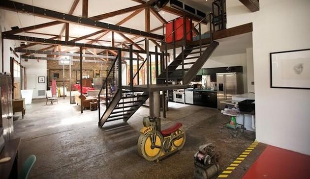 這個加油站的主人把它翻新變成有獨特工業風的豪宅。這根本就是年輕人的夢想!