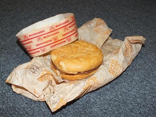 你知道什麼很瘋狂嗎?這個看起來超新鮮的20年麥當勞漢堡。