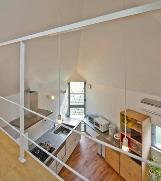 房子地西邊設有寬敞的廚房,而這裡剛好就是房子挑高的地方。
