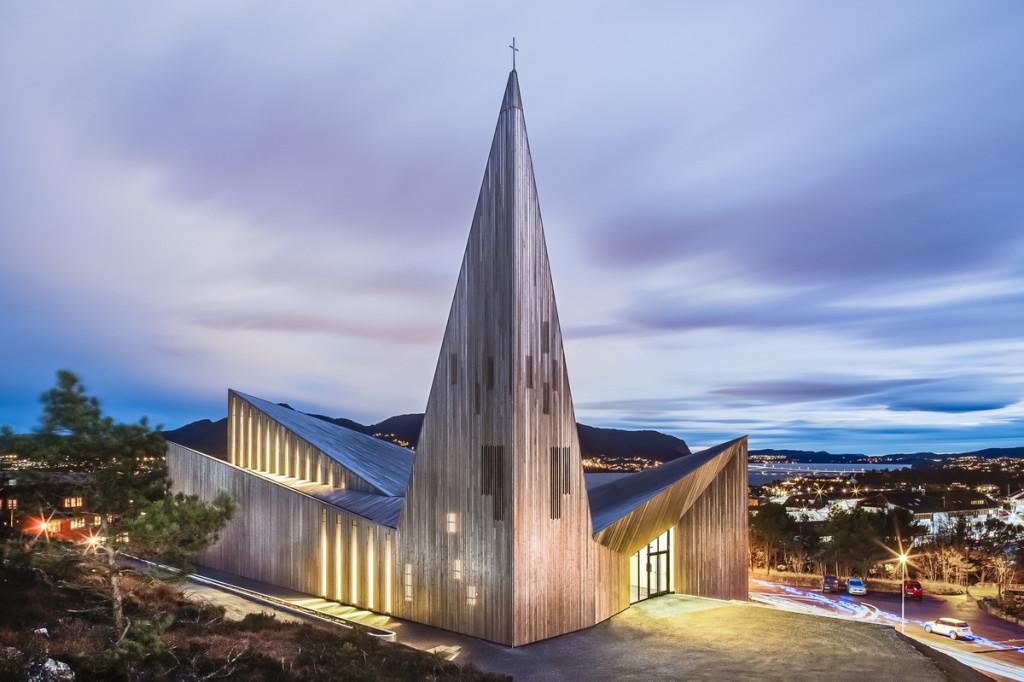 """來自挪威的設計""""Community Church Knarvik (Knarvik社區教堂) """"。"""