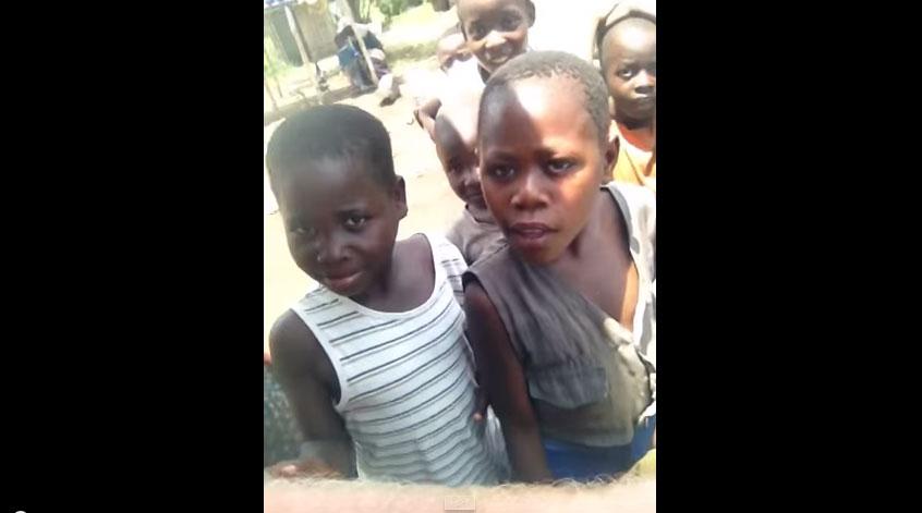 這是這群偏遠地區的非洲小朋友第一次遇到白人。