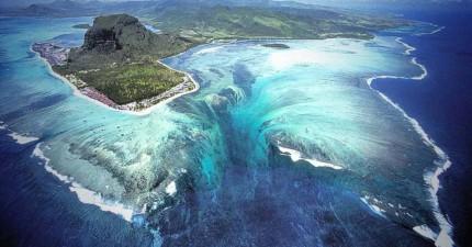 海底下竟然有個深海大瀑布傾瀉而下,但真實奧妙卻不是你想的那樣!
