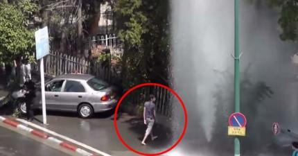 一場車禍撞壞消防栓讓水柱衝天,這個路過的男人完全沒放過這個表演的大好機會!