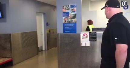 這名男子正在芝加哥機場等待著跟他一同在國外打仗的狗狗戰友。他們重逢的畫面會讓最鐵石心腸的人都感到感動。