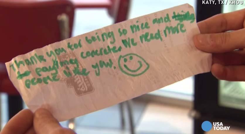 這位店員掏錢請了沒錢買甜食的小弟,結果小弟跑回來時給了他這張超溫馨的紙條!