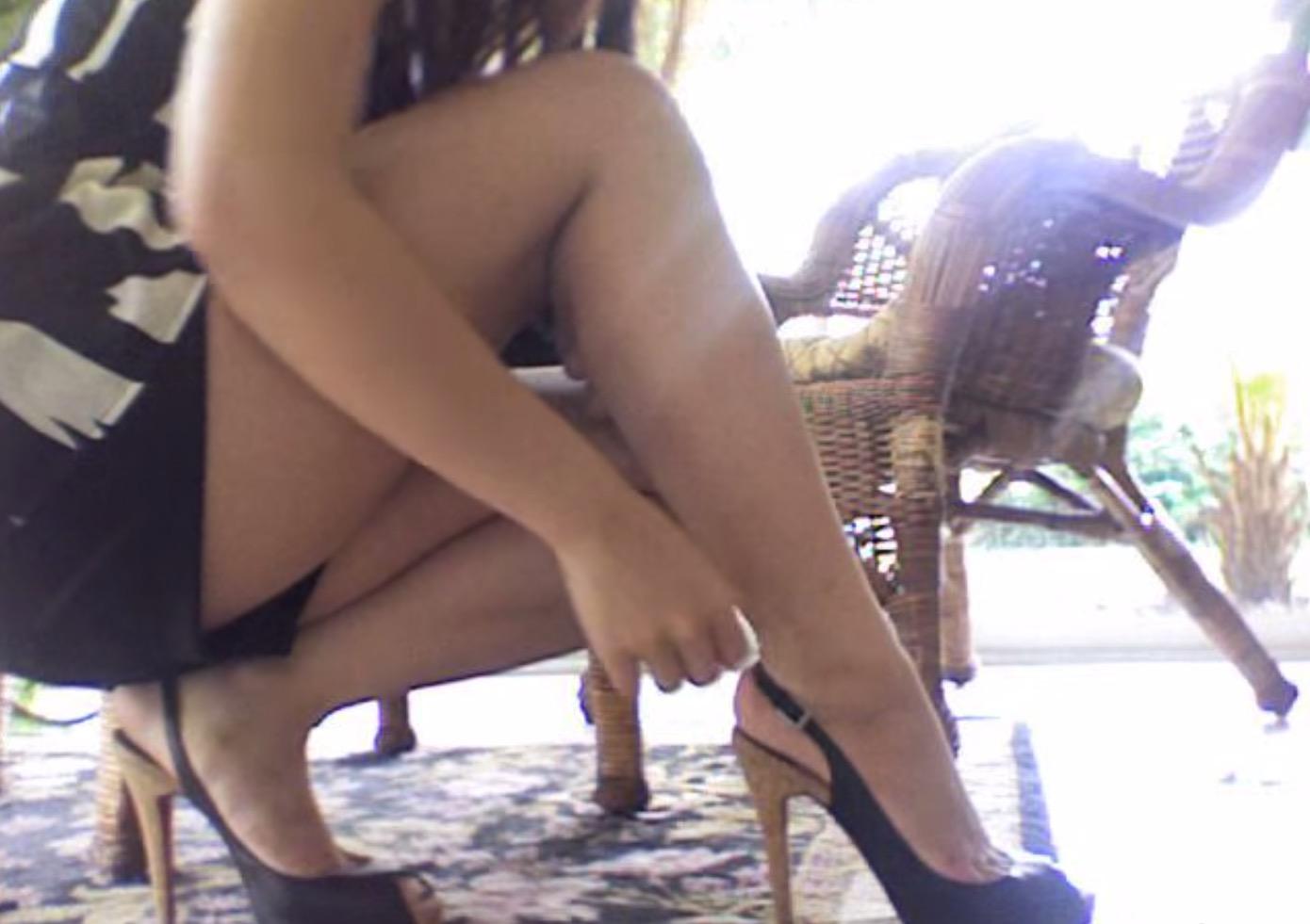 新鞋穿起來咬腳不舒服該怎麼辦?美女化妝師教妳用冰塊輕鬆永遠解決這個難題!