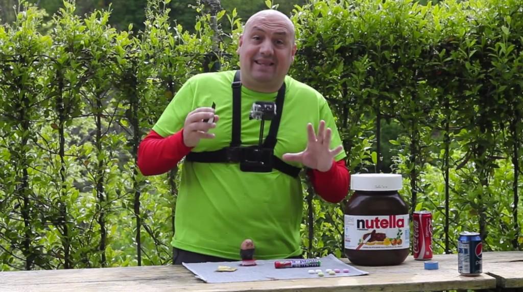 這名男子把可樂和曼陀珠丟進保險套裡頭,下一秒的畫面會讓你忍不住想再看一次!