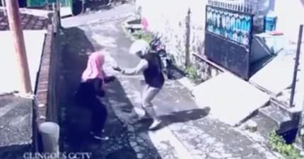 這名婦人在路上遇到歹徒搶劫...結果卻因為歹徒太笨了、反而苦苦哀求婦人不要走!?