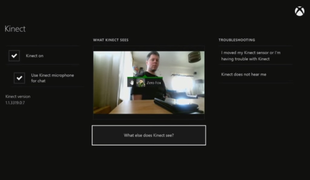 這名男子使用Xbox的Kinect紅外線感應裝置,卻意外發現房間裡似乎不只他一個人...!
