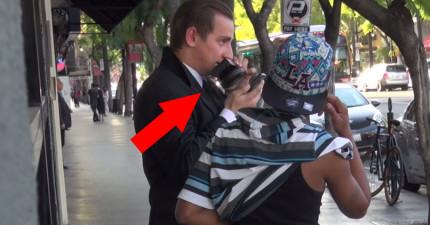 這位西裝黑道向路人借了手機,掏出變聲器威脅「你的女兒在我手上,如果你還想見到她...」